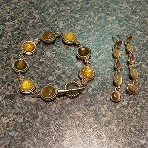 Beautiful bracelet and earrings set.